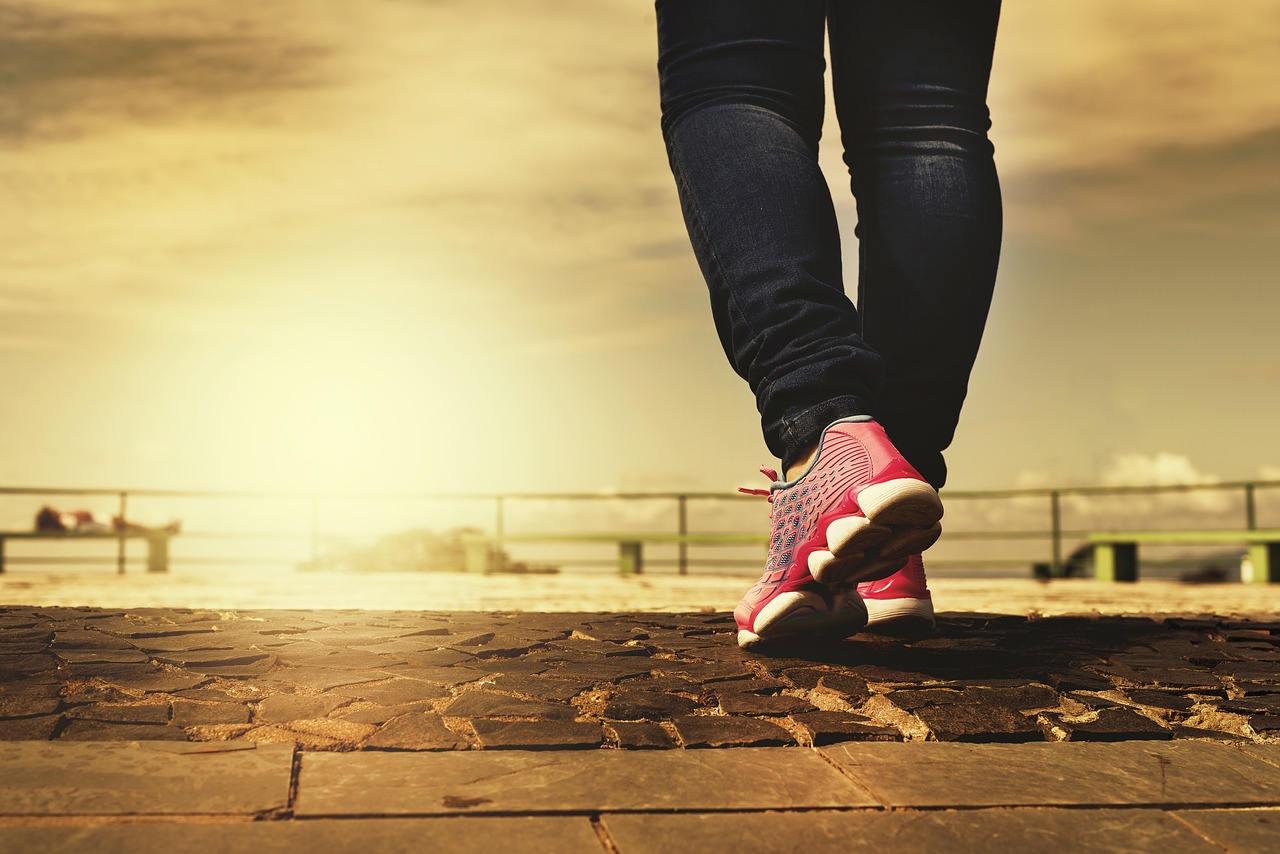 Con l'attività fisica alle gambe sane senza varici